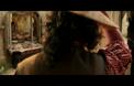 Ема Уотсън като Бела, пее в началните сцени