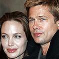 Анджелина Джоли и Брад Пит осиновяват дете от Румъния