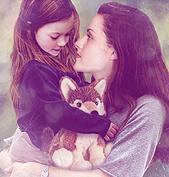 """Първи официален поглед към дъщерята на главните герои от """"Здрач: Зазоряване - част 2"""""""