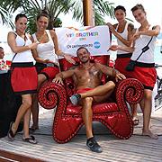 Столът от Изповедалнята на VIP Brother очаква феновете в София