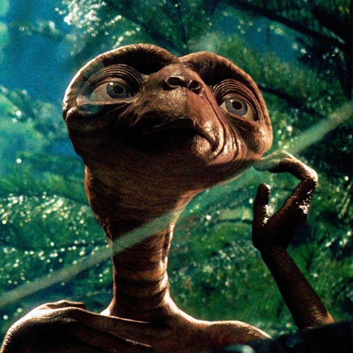 Има ли скрита идея зад холивудските филми за извънземни?