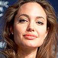 Джоли сменя Чарлийз Терон в The Tourist