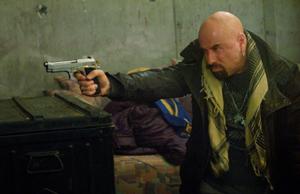 След като Анджелина Джоли засне първия си филм като режисьор в Босна и американският актьор Джон Траволта пристигна изненадващо снощи в Сараево.