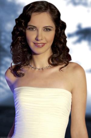 """Аху Тюркпенче, позната като Есма от """"Истанбулска приказка"""", изпълнява главната героиня в излъчвания по Нова ТВ нов турски сериал """"Цената на славата""""."""